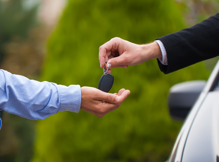 Car-Key-Placed-in-Hand